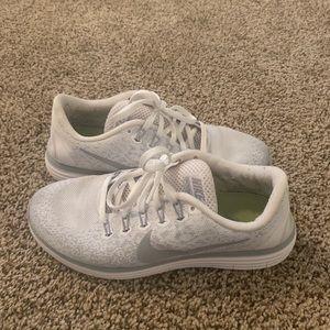 White/grey Nike shoes